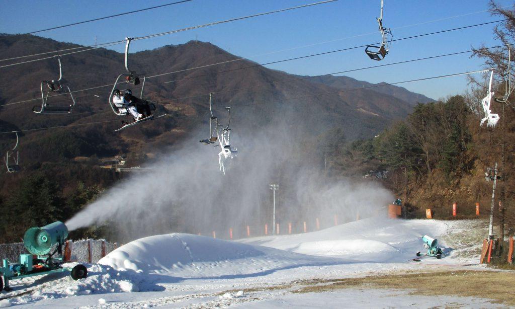 Snowmaking at Bears Town ski resort